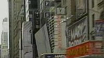 Camioneta abandonada en Times Square cd05294c0b4c4ee39e2e7f18ee2b7604.jpg