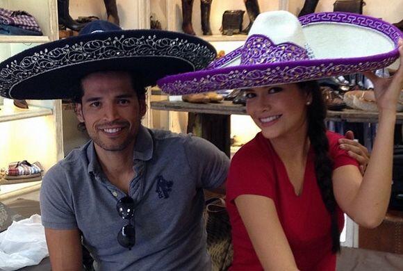 Ana y Luis están felices en Guadalajara. El novio ya tiene el traje de c...
