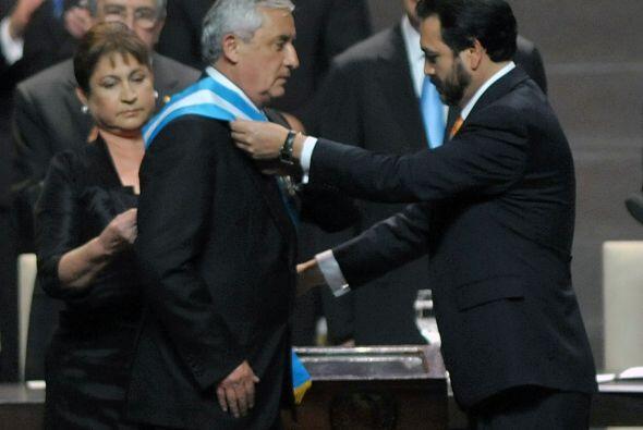Enero 14- El general retirado Otto Pérez Molina asumió la...