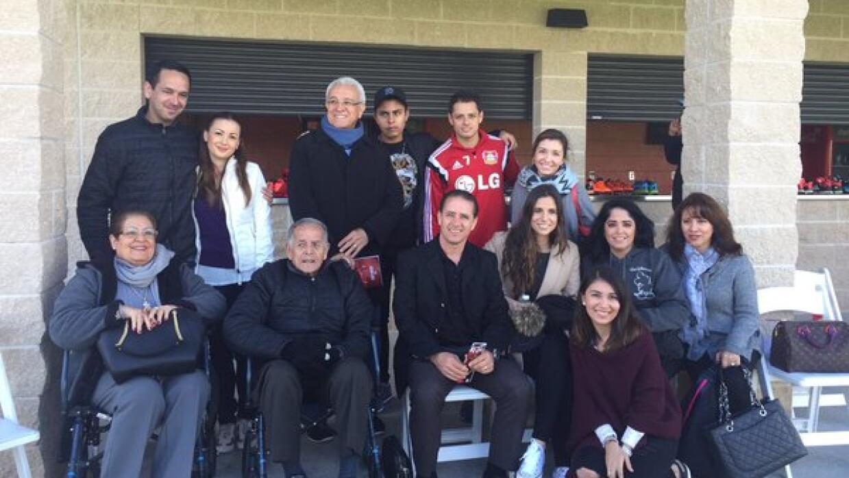 Javier 'Chicharito' Hernández se reunió con su familia en Florida.