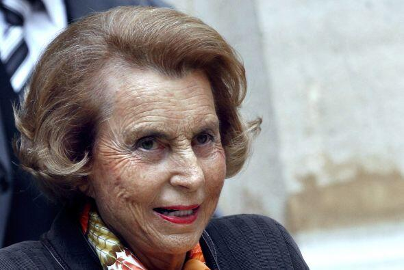 Le sigue Liliane Bettencourt, la presidenta de la firma de cosméticos fr...