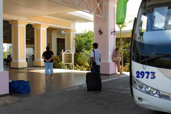 Como la posibilidad de que los cubanos puedan comprar o vender autom&oac...