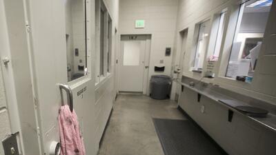 Recorrido por la cárcel de la 4th Ave, del sheriff del condado Maricopa...