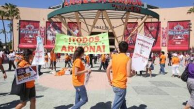 La promulgación de la ley SB1070 de Arizona generó protestas en ciudades...
