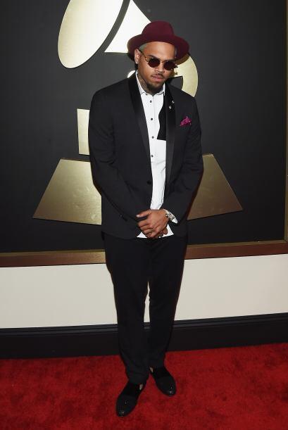 ¿Será que Chris Brown no quería que lo reconocieran o tal vez trató de i...