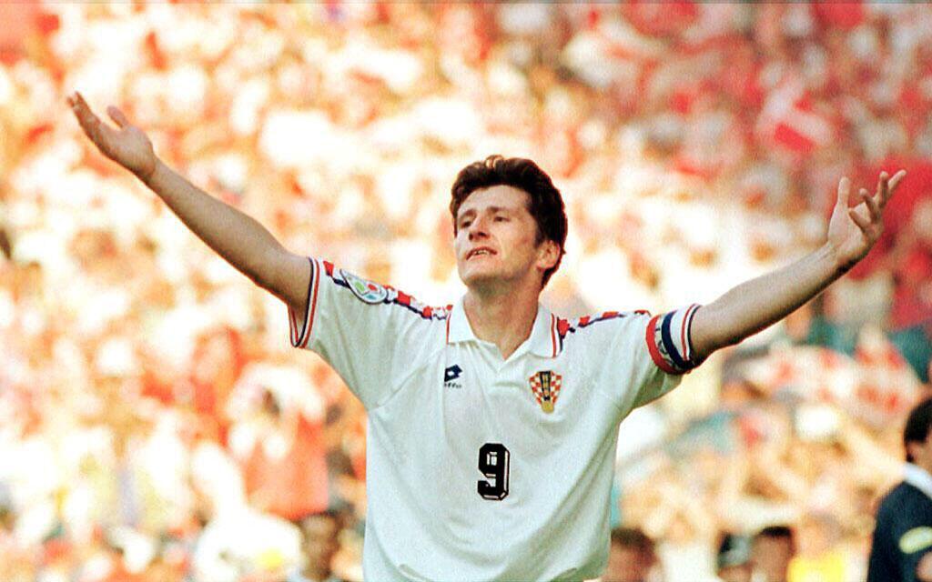 Davor Suker (Retirado) - Debutó con 16 años en el NK Osijek de Croacia y...