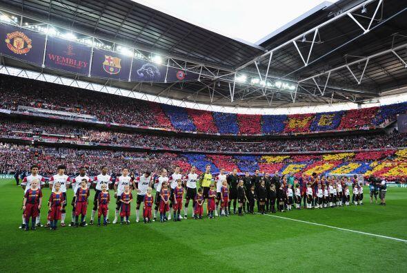 Manchester United y el Barcelona disputaron un final de Copa UEFA con un...