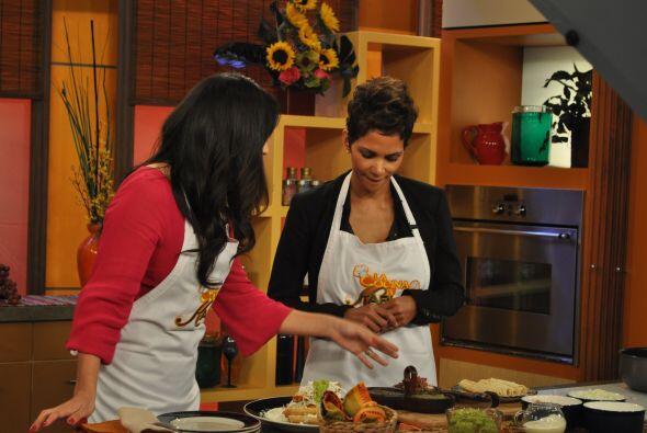 Karla Martínez la invitó a su cocina para preparar unos deliciosos tacos...