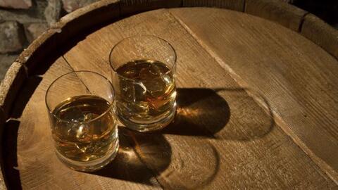 Recuerda  que lo más importante es que consumas bebidas alcohólicas con...