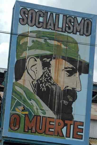 """¡Patria o Muerte, Venceremos!"""", """"¡Socialismo o mue..."""