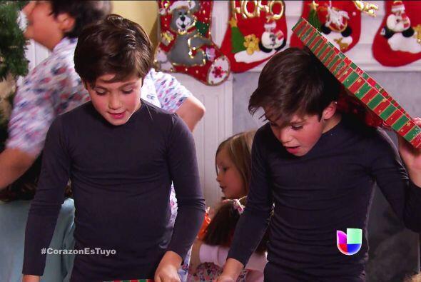 ¡Qué emoción gemelos! Sus regalos de Navidad fueron sensacionales.
