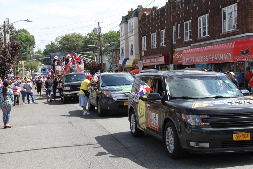 Celebra La X en el Desfile Dominicano en NJ IMG_1807.JPG
