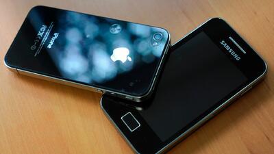 Multas millonarias para Apple y Samsung