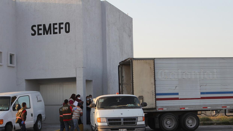 Traslado de los cuerpos al Servicio Médico Forense (SEMEFO).