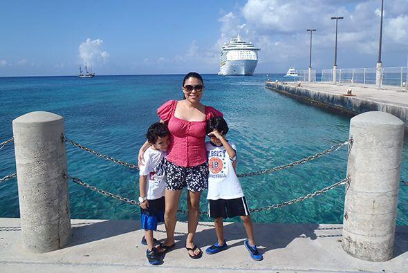 Malena tiene dos preciosos niños: Adan y Sebastian...
