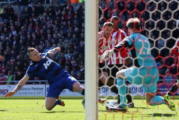 Sí hubo más sustos en el arco del Sunderland, pero no más goles.