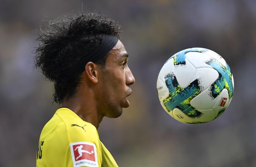 Dortmund mantiene el liderato con victoria ante el Augsburgo AP_17238631...