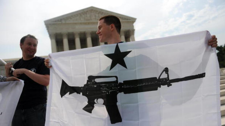 Manifestantes pro armas frente a Corte Suprema en Washington
