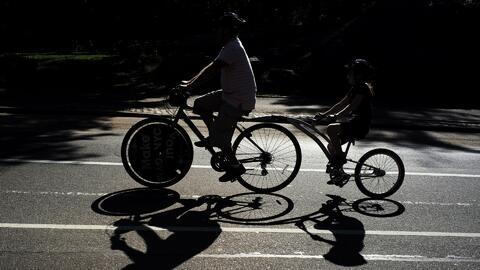 El desfile anual de bicicletas en Long Island City, un colorido espectác...