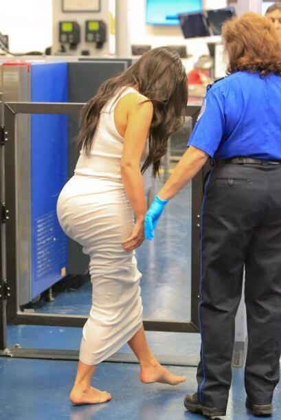 Kim tuvo que caminar descalza entonces.