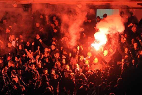 Clásico de fútbol en Manchester, Inglaterra, con el partido entre el Cit...