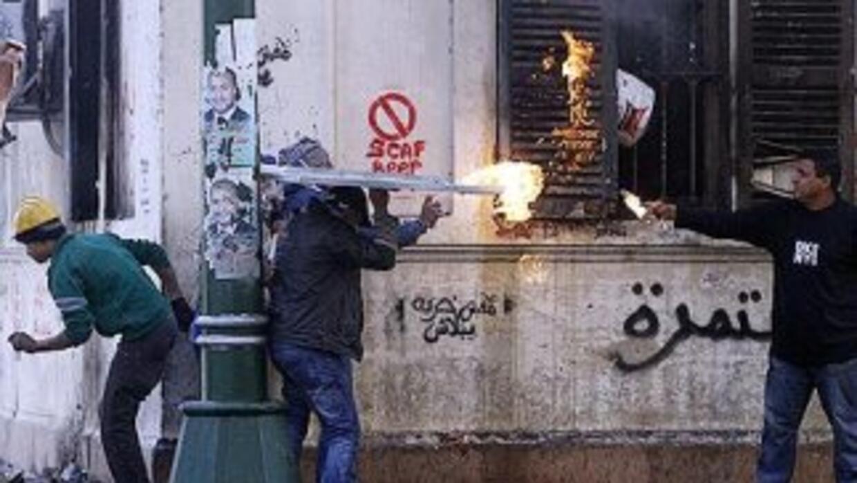 Eel viernes en El Cairo murieron 8 manifestantes y más de 200 resultaron...
