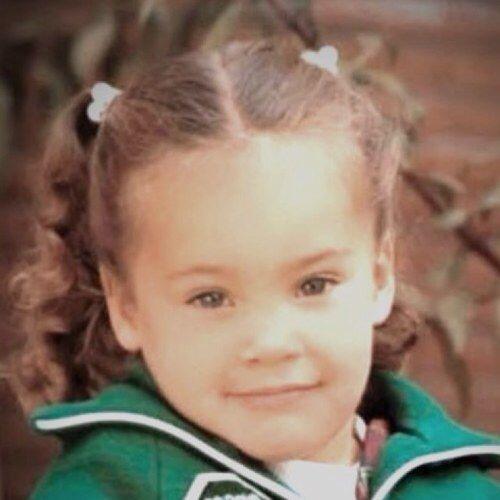 La pequeña y linda niña de la foto parece no tener nada de maldad, pero...