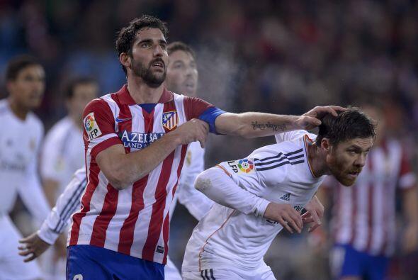 El partido, con constantes roces entre los jugadores de los dos equipos,...