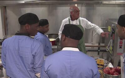 Programas de cocina y pintura, los refugios para presos que no pueden pa...