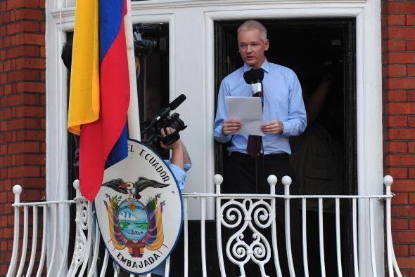 Julian Assange: Es australiano, tiene 41 años y es el Fundador de...