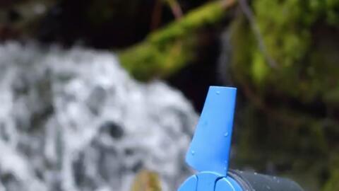 La pequeña turbina portátil que promete generar energía con solo sumergi...