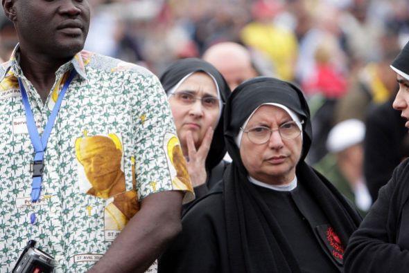 Esta religiosa en particular no luce de muy buen humor. Quizá ha sido po...