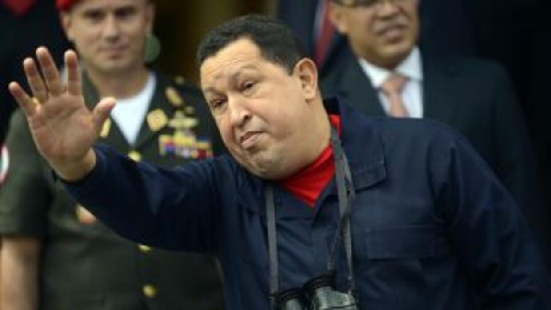 Hugo Chávez es esperado por miles de seguidores para su inscripción a la...