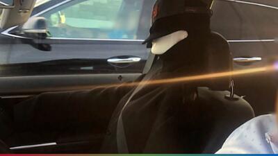 Conductor burlaba el sistema y usaba un muñeco para no pagar en el carril de 'carpool'