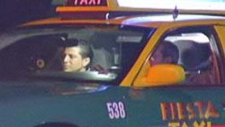 En los Zapatos de un taxista: Enrique Gutierrez manejo por las calles de...