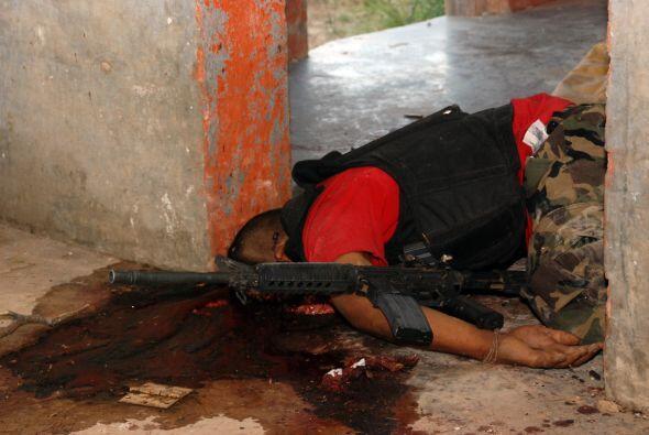 Los 30 pistoleros supuestamente pertenecían a la pandilla de los Zetas,...