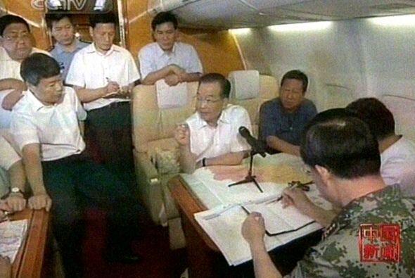 El primer ministro Wen Jiabao, que llegó en la tarde del domingo a la pr...