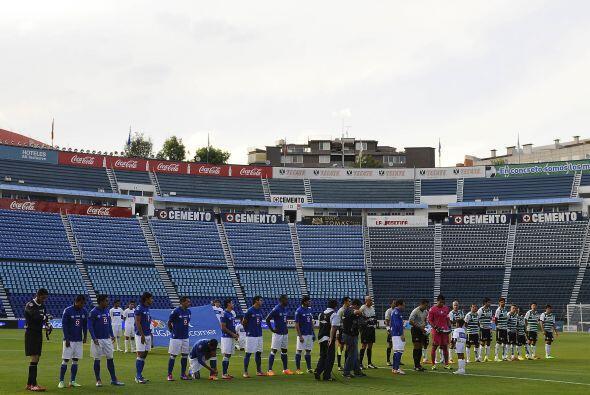 En un Estadio Azul vacío por el castigo impuesto a la afici&oacut...