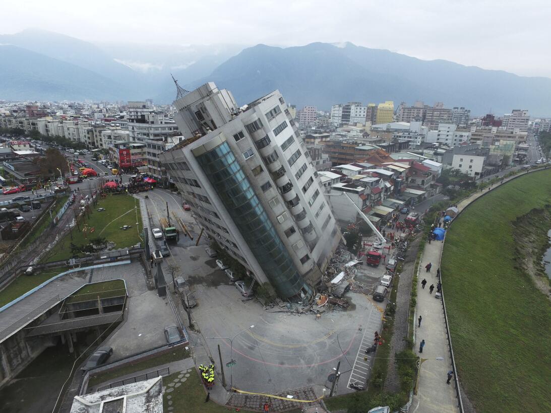 Un edificio derrumbado después de un terremoto, el miércoles 7 de febrer...