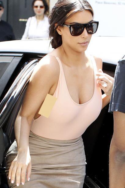 Ohlalá! Así se pasea Kim por París.Mira aquí lo último en chismes.