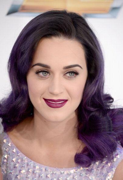 Los labios violetas son lo más 'trendy'  en cuanto a maquillaje, así que...