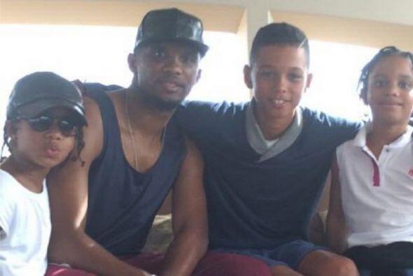 Samuel Eto'o puso esta foto en su cuenta donde aparece con sus hijos a l...