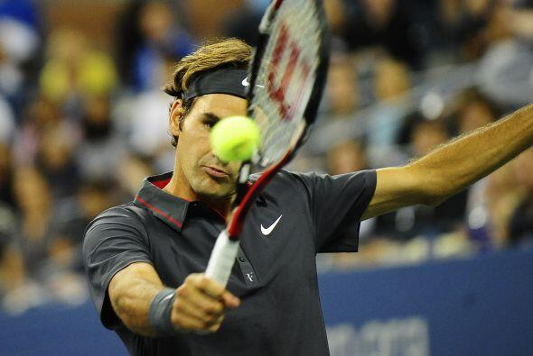 El suizo Roger Federer[3] aplastó a Juan Mónaco de Argentina por 6-1, 6-...