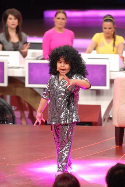 Con muchísima pasión, la pequeña Fátima interpretó la famosa canción 'El...