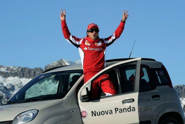 Fiat mostró el nuevo Panda y Massa posó para la foto del recuerdo.