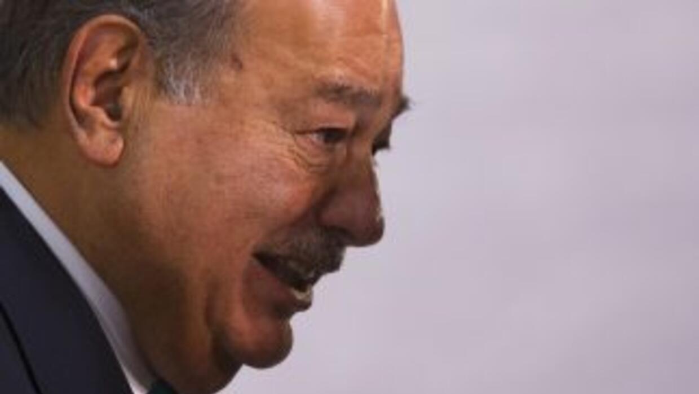 El magnate mexicano Carlos Slim, quien, según el informe, por si sólo po...