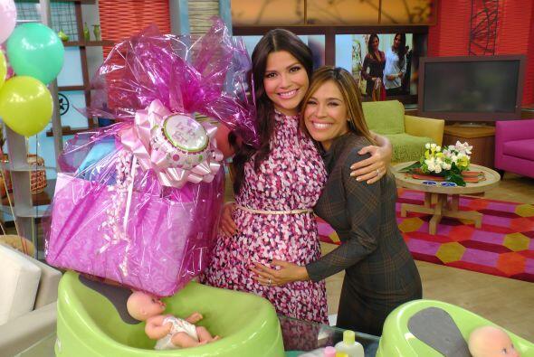Karla felicitó a las madres primerizas y a la no tan primeriza.