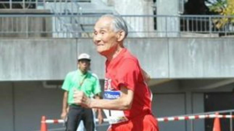 Hidekichi Miyazaki récord del mundo en 100 metros para hombres centenari...