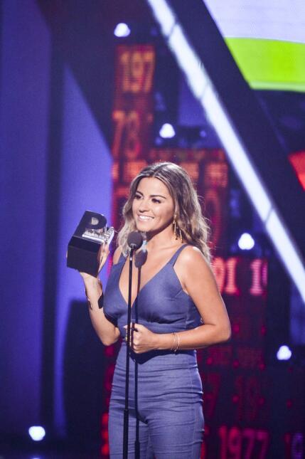 Maite Perroni recibe el premio a 'Mi Protagonista Favorita' por 'Antes M...