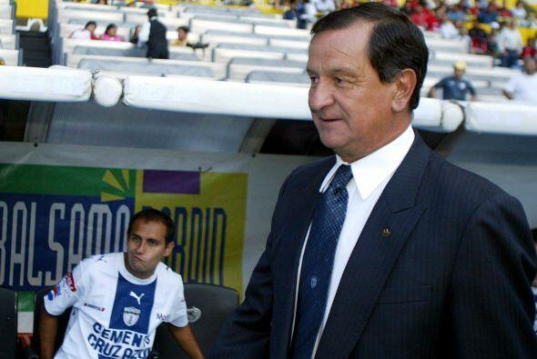 Pachuca volvió a apostar por Enrique Meza esperando que los Tuzos repiti...